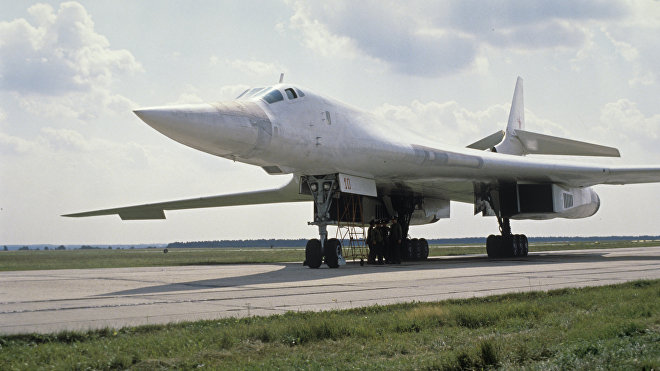 El bombardero soviético Tu-160