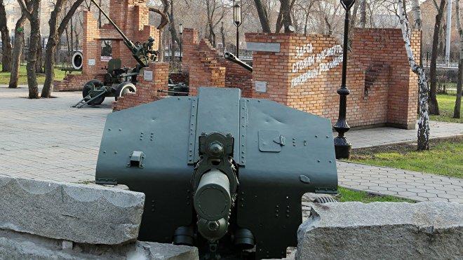 El mortero soviético M1938 en un parque en la ciudad de Oremburgo