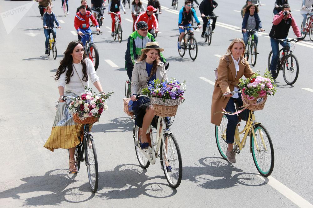 Los participantes del V Desfile ruso de bicicletas en Moscú