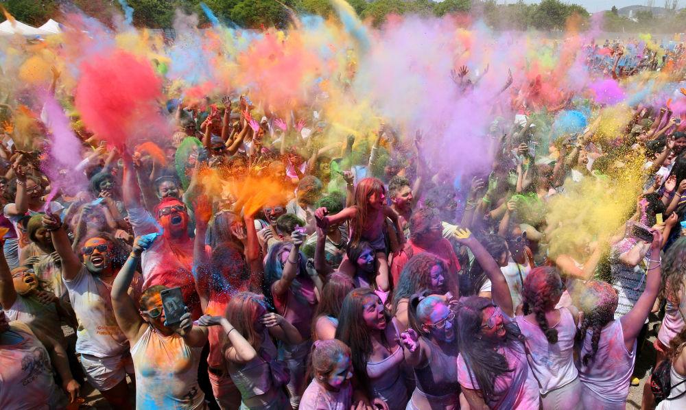 Festival hinduista Holi en la ciudad de Santa Coloma de Gramanet, en Cataluña