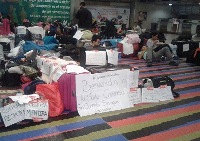 Pasajeros en el aeropuerto internacional Simón Bolívar de Maiquetía