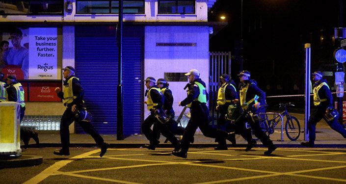 La Policía británica responde al incidente en el Puente de Londres