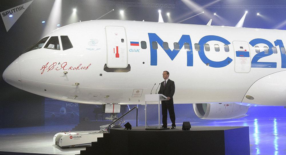 Dmitri Medvédev durante la presentación del nuevo avión de pasajeros MS-21 (archivo)