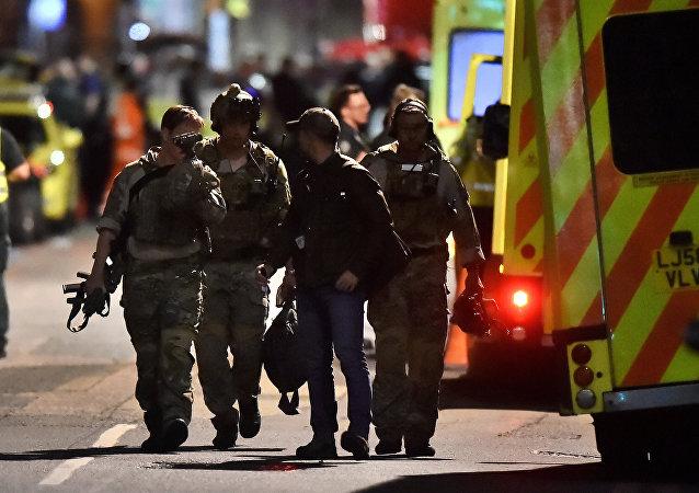 Policía británica en el lugar del atentado en Londres