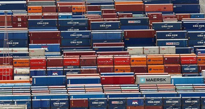 Contenedores de mercancías en un puerto (imagen referencial)