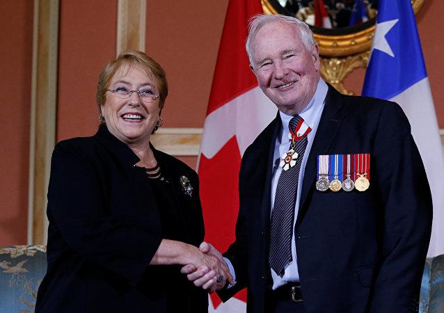 La presidenta de Chile, Michelle Bachelet, y el gobernador general de Canadá, David Johnston