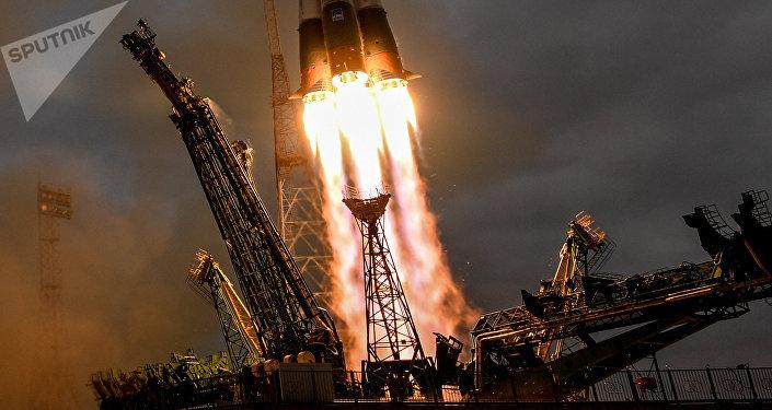 Rusia envía una nave con suministros a la estación espacial