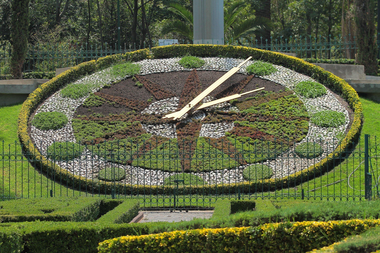Reloj floral en el Parque Hundido