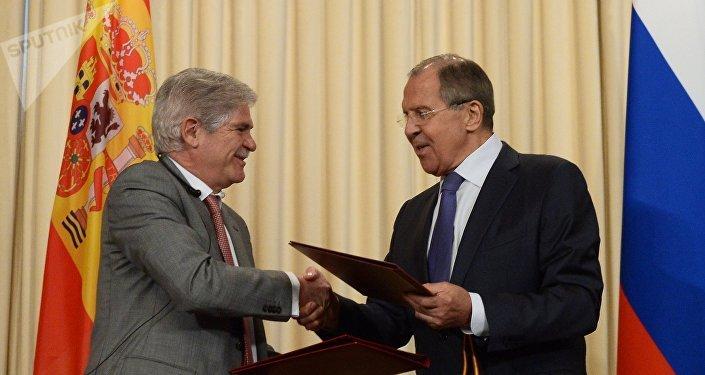 Alfonso Dastis, canciller de España, y Serguéi Lavrov, canciller de Rusia