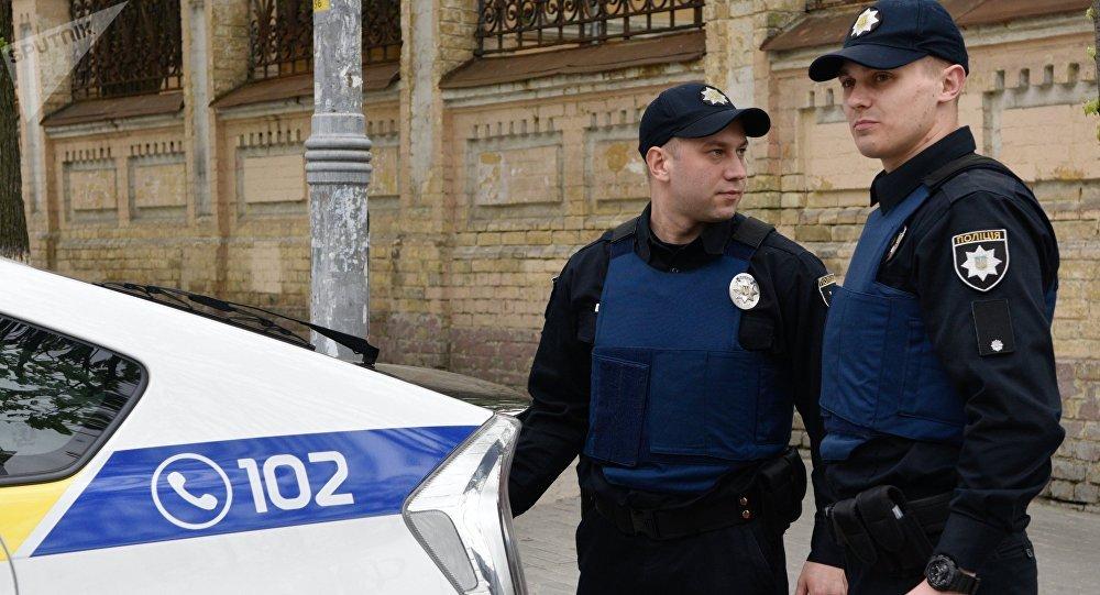 Lanzan explosivo a embajada de EU en Kiev