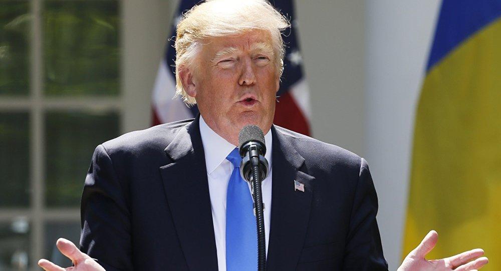 Comey registró reuniones con Trump por temor a que 'mintiera'