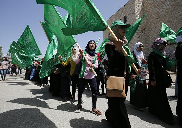 Los estudiantes con las banderas de Hamás (archivo)