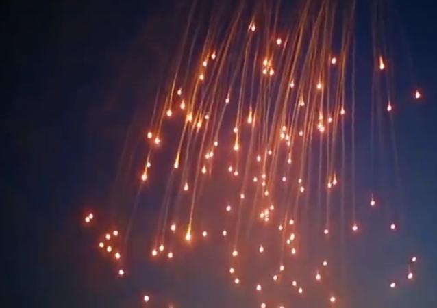 Uso del fósforo blanco en Al Raqa, Siria (imagen referencial)