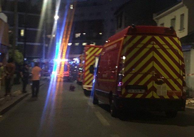 Ambulancias cerca del restaurante atacado con un cóctel Molotov en los suburbios de París