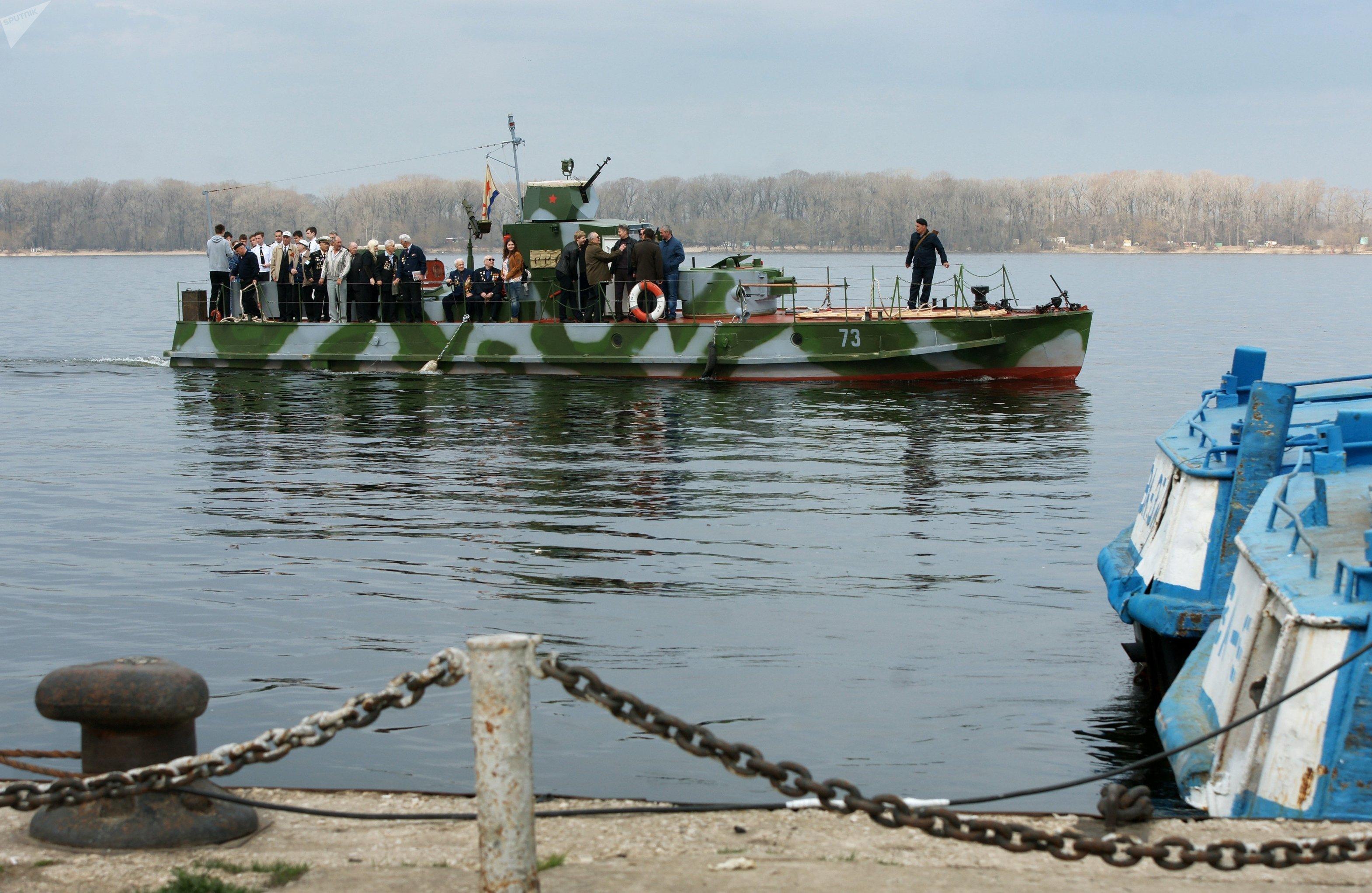 La lancha blindada BK 73 con pasajeros a bordo en la ciudad rusa de Samara
