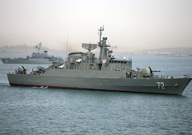 Destructor Alborz de la Marina de Guerra de Irán