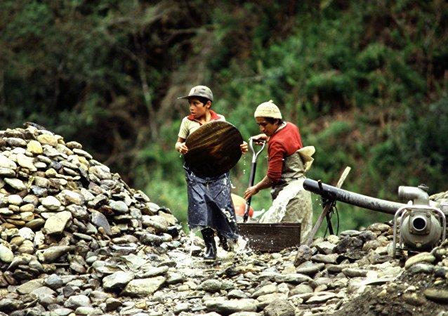 Niños trabajando (archivo)
