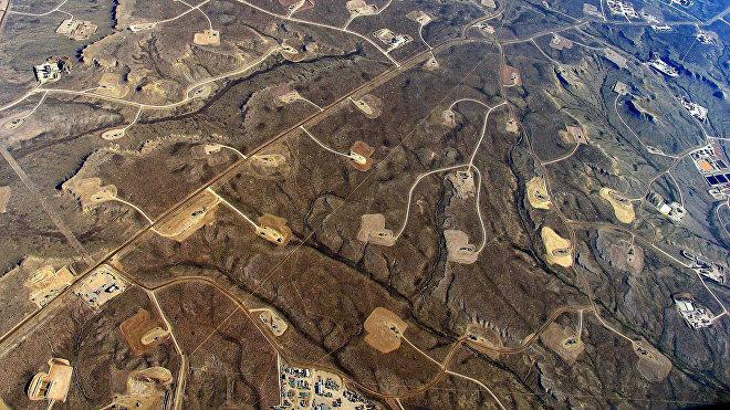Torres de fracturación hidráulica en el campo Jonah, Wyoming, EEUU.