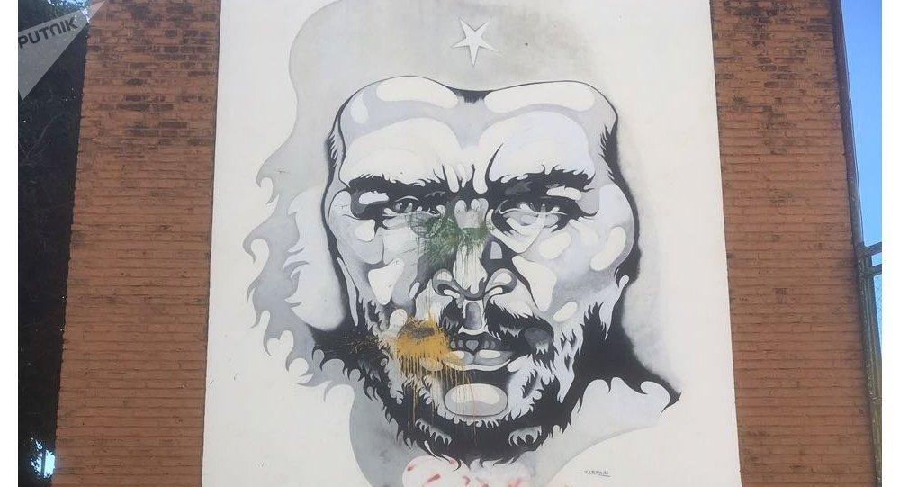 Mural de Ricardo Carpani en homenaje al Che Guevara, en la Plaza de la Cooperación, Rosario, Argentina.
