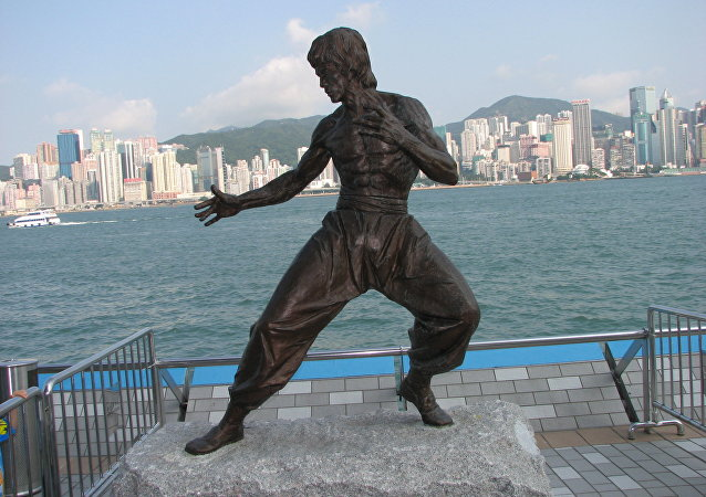 Estatua en honor a Bruce Lee en Hong Kong