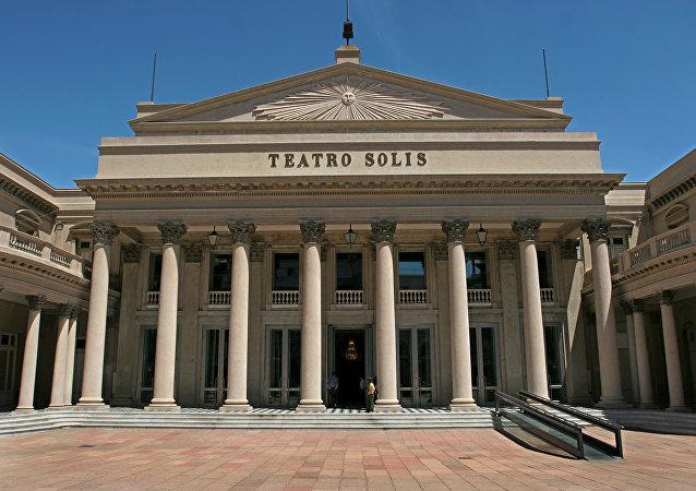 Fachada principal del Teatro Solís
