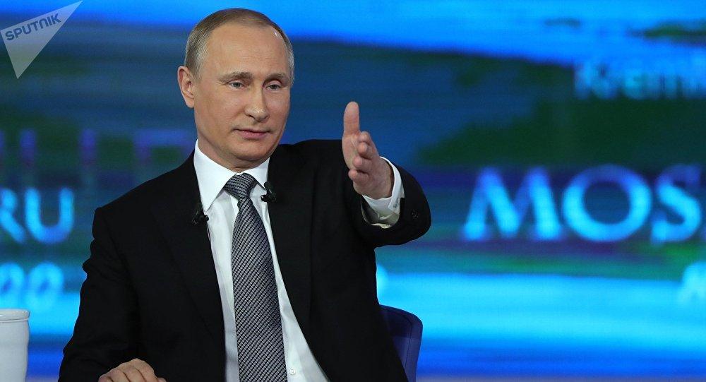 Vladímir Putin, presidente de Rusia, durante la línea directa de 2016 (archivo)