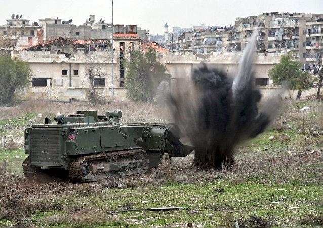 El vehiculo de desminado robotizado ruso Uran-6 realizando misiones en Alepo, Siria
