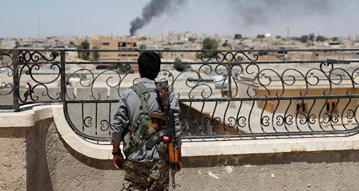 Un combatiente de las Unidades de Protección Popular (YPG) kurdas en Siria