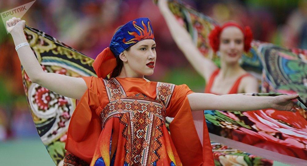 Artistas se presentan en la ceremonia de apertura de la Copa Confederaciones