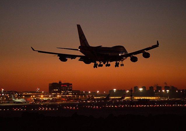 Un Boeing aterriza en Moscú (imagen referencial)