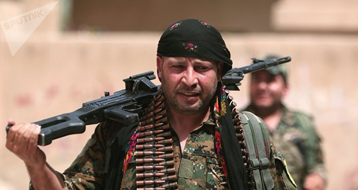 Combatiente del YPG (archivo)