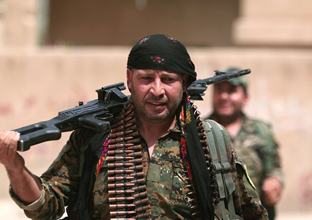 Combatiente kurdo del YPG (archivo)