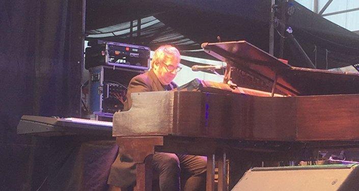 El pianista y productor musical Lito Vitale se presenta en Rosario, Argentina.