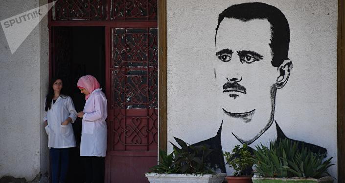 Un mural con el retrato de Bashar Asad, en Homs