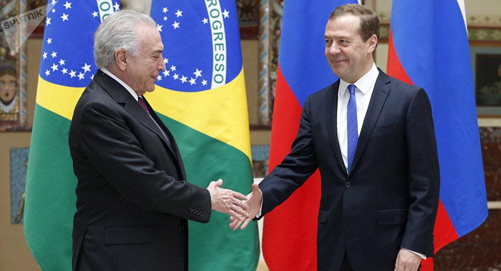 Michel Temer, presidente de Brasil, y Dmitri Medvédev, primer ministro de Rusia