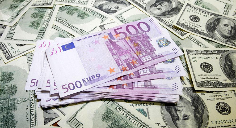 Dólares y euros (imagen referencial)