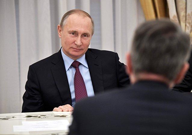El presidente del Rusia, Vladímir Putin en la reunión con el director ejecutivo de Royal Dutch Shell, Ben van Beurden