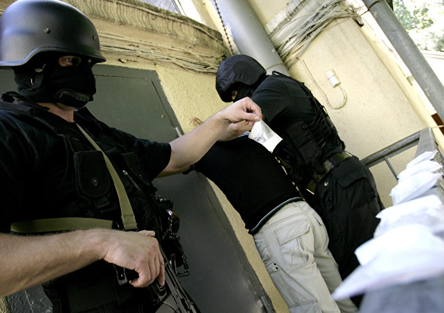 Guardias fronterizos decomisando drogas (archivo)