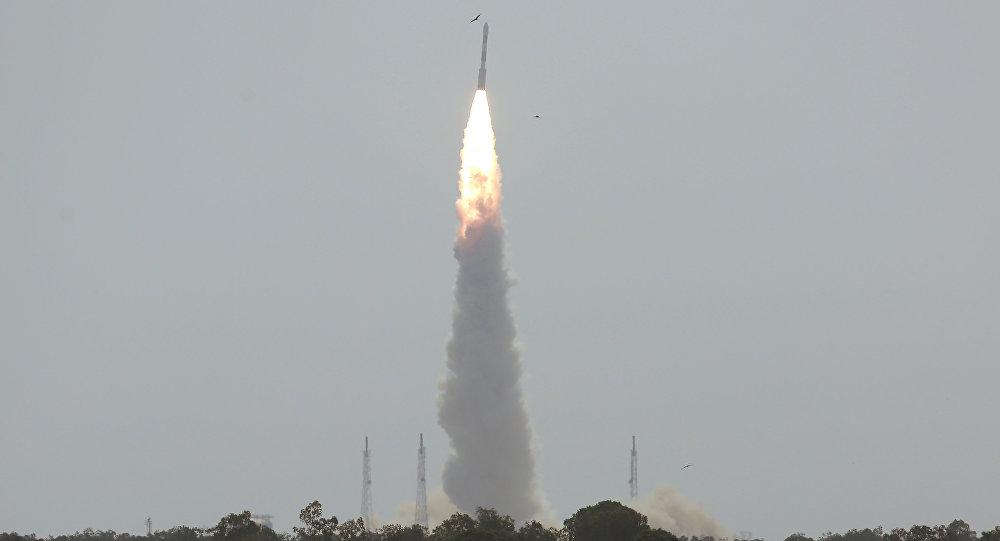 Lanzamiento del cohete portador PSLV-C38