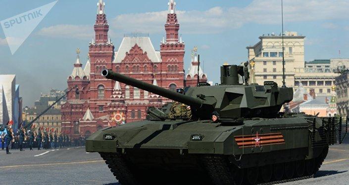 Tanque T-14 Armata en la Plaza Roja durante el desfile militar