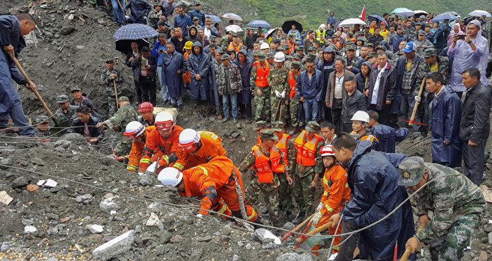 Labores de rescate tras el deslave en la provincia de Sichuan, China