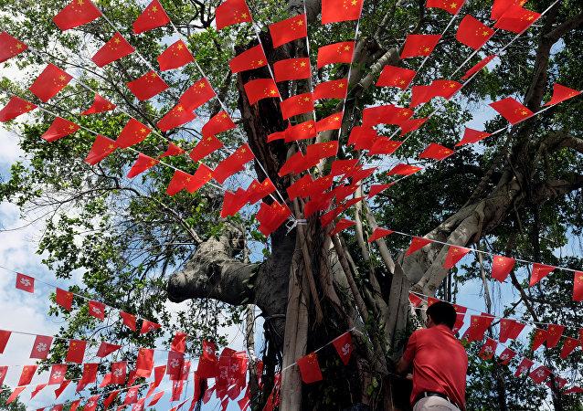 Banderas de Cina y Hong Kong