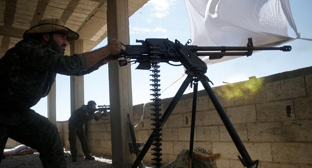 Un combatiente kurdo de las Unidades kurdas de Protección Popular (YPG)