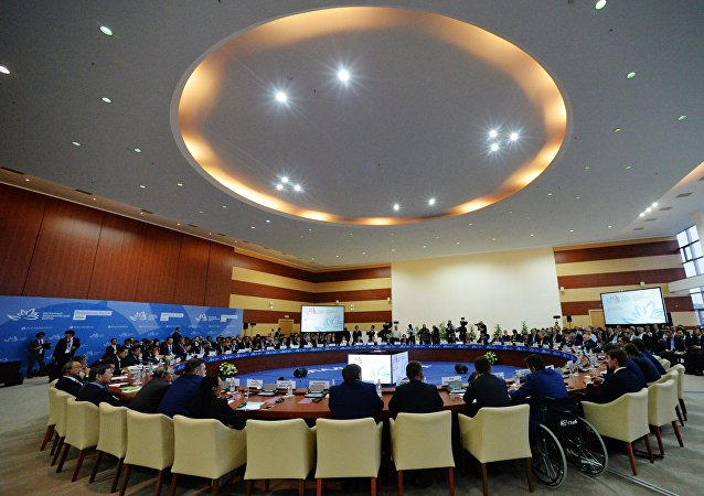 Sesión plenaria durante el Foro Económico Oriental
