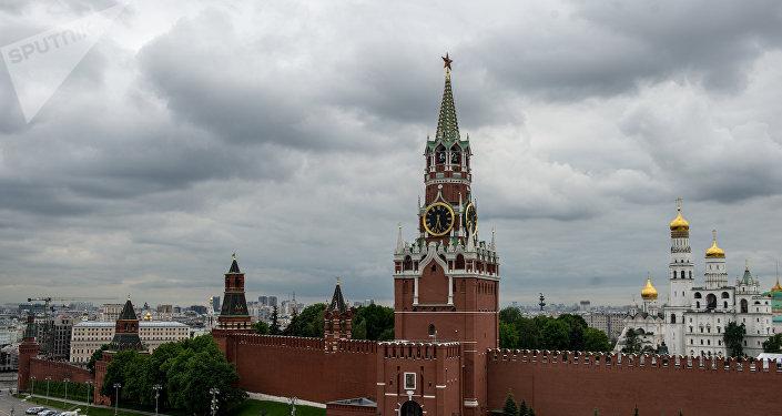 La torre Spásskaya del Kremlin de Moscú, Rusia