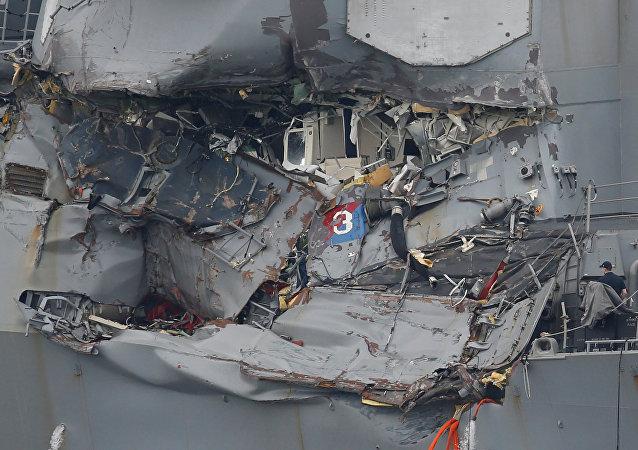 El USS Fitzgerald tras la colisión con carguero filipino