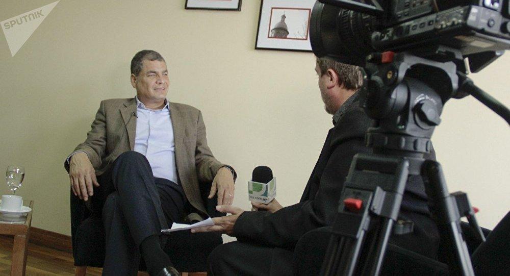 Rafael Correa, expresidente de Ecuador, durante la entrevista con Fabián Cardozo