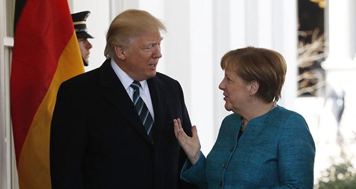 El presidente estadounidense, Donald Trump, y la canciller alemana, Angela Merkel (archivo)