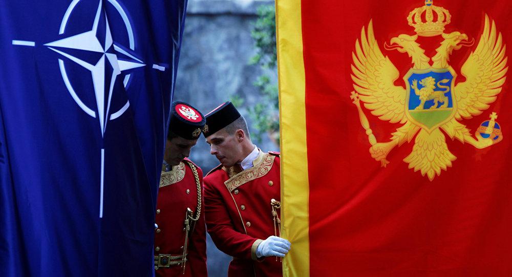 Banderas de la OTAN y Montenegro