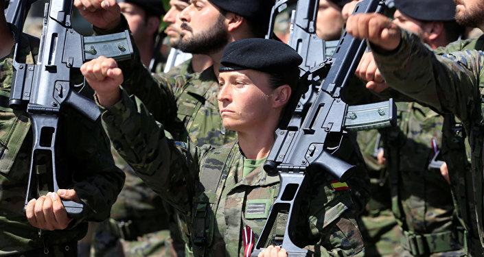 El Ejército de España durante las maniobras de la OTAN (archivo)